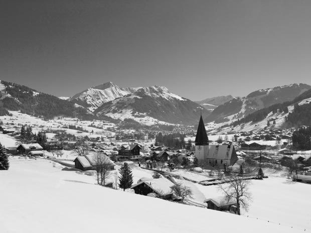 a_Region-Gstaad-covered-with-sno-a